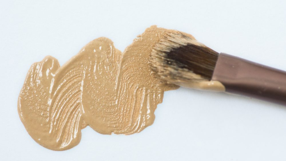 liquid foundation with brush 1