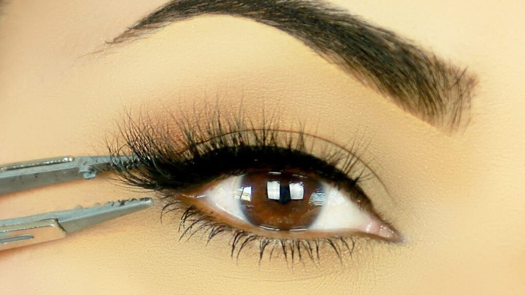 Natural Looking Eyelashes Extensions