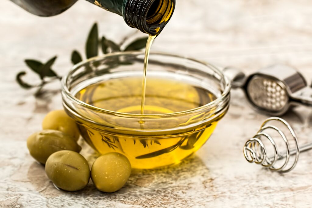 Best Natural Foods For Healthy Skin #2: OLIVE OIL